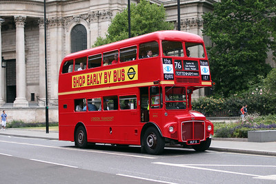 (Preserved) London Transport RM5-VLT5 at St. Pauls