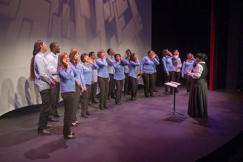 Coro de Entrevoces (© 2012 by Michael and Suz Karchmer)