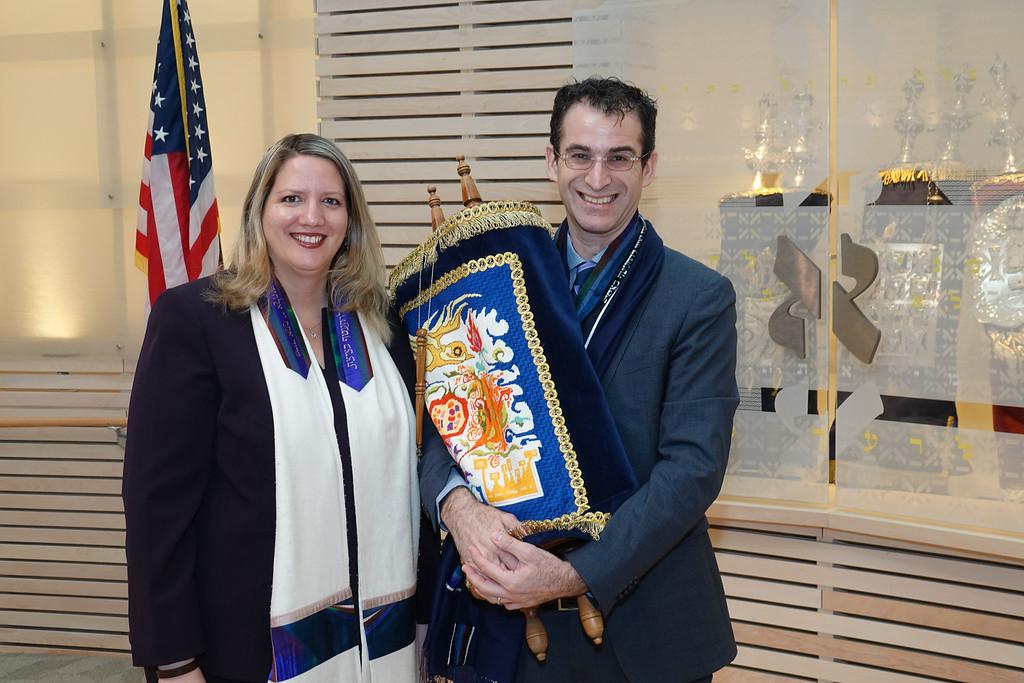 Temple Akiba clergy - Cantor Lonee Frailich ad Rabbi Zachary Shapiro