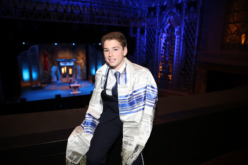Los Angeles Bar Mitzvah Photographer - Wilshire Saban Theater