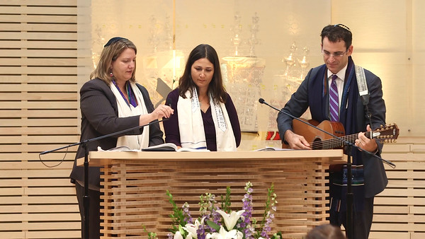 Lauren sings with Cantor Lonee and Rabbi Zach