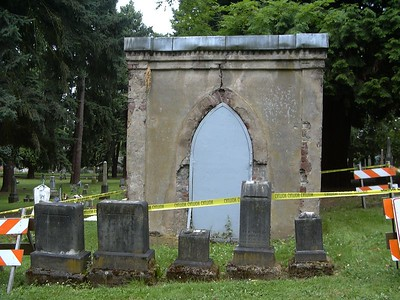 Lone Fir Cemetery, Portland, OR (keeping the vampires in)