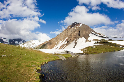 Fissile peak behind Russet lake