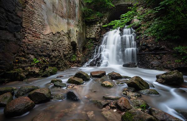 Verkiu Park Waterfall