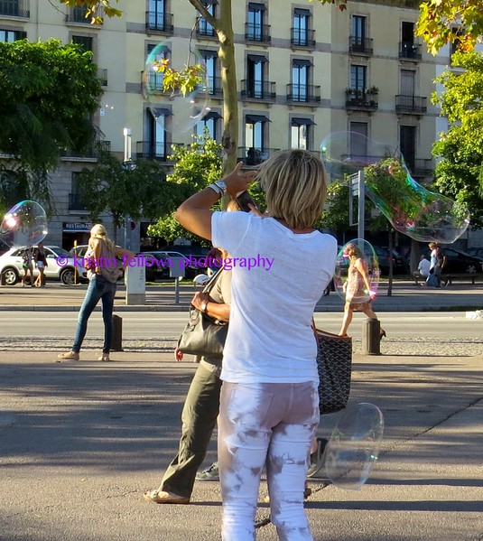blowing bubbles in barcelona