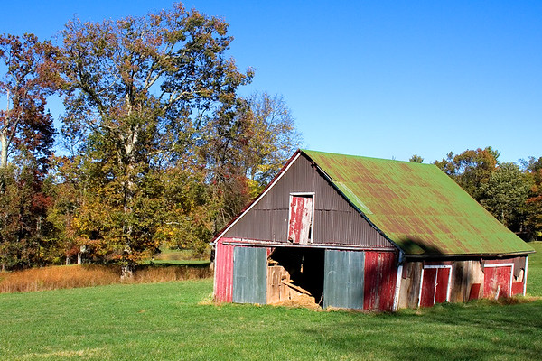 Barn located along the Blue Ridge Parkway in Virginia.