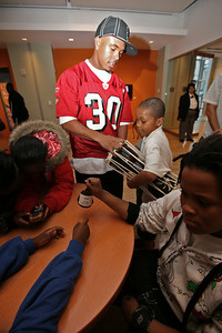 49ers Cornerback Donald Strickland visited with children at the Museum of African Diaspora in San Francisco.  35 children from the Bayview and Hunters Point district were selected to be given a tour of the facility and hang out with the football player.  The 49ers will be visiting with more children at the museum through out the month in celebration of Black History Month.