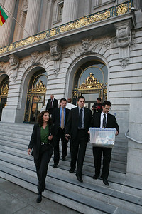 Members of the F.B.I. leave City Hall after having gathered possible  evidence inside Supervisor Ed Jew«s Office.