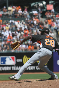 #28 Henry Sosa of the Giants pitches.