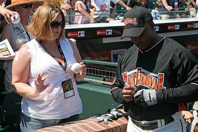 Bonds signs autographs for the public.