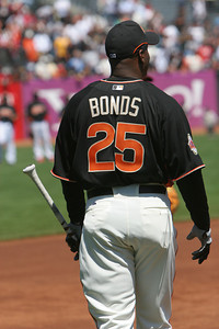 Barry Bonds walks out to take Batting Practice.
