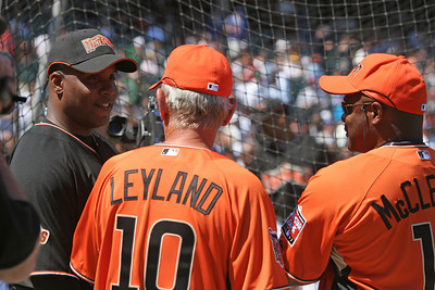 Barry Bonds shares a moment with his ex-maneger Jim Leyland.