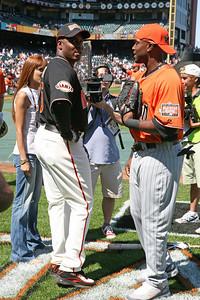 Bonds and Hunter talk during batting practice.