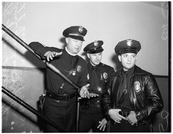 Cops rescue three kids in Pico Gardens fire, 1951
