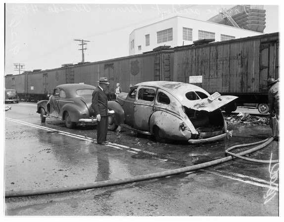 Auto accident at Vernon and Alameda, 1951