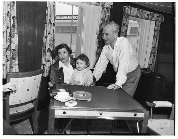 Arrivals aboard liner 'Diermerdyk', 1951