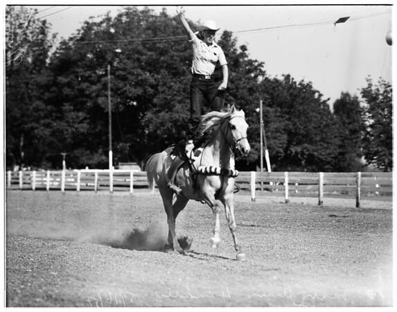 Girl stunt riders, 1951