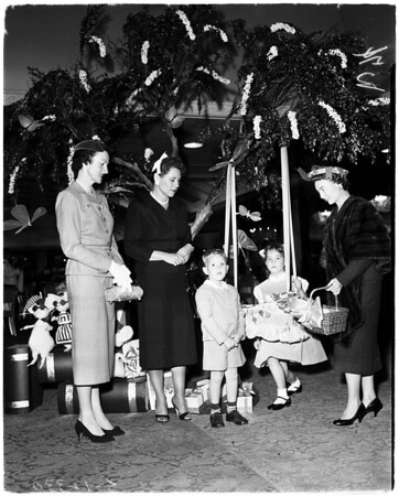 Hostess Guild of Children's Home Society Craddle Luncheon, 1958
