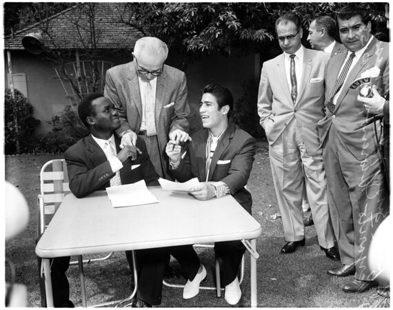Boxing - fighters sign, 1958