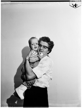 Revived baby and mother reunited, 1958