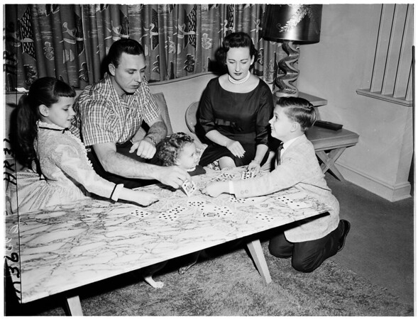 Gil Hodges of Dodgers at home with family, 1958