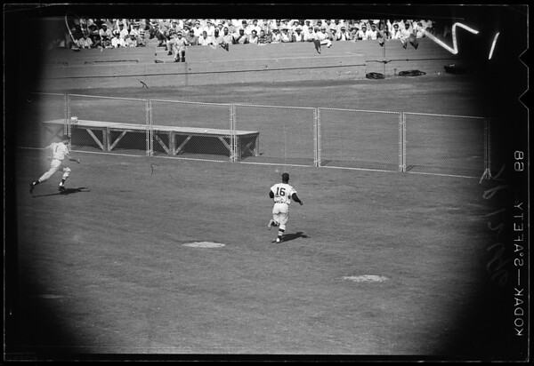 Baseball -- World Series -- Fifth game, Los Angeles versus Chicago White Sox (Third game in Los Angeles), 1959