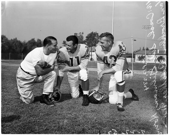 Football - Los Angeles Rams - Photo day, 1957