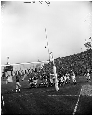 Football - Los Angeles Rams and Chicago Bears, 1957