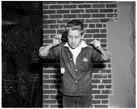 """Advance art for 1958 """"yo-yo"""" contest taken at Echo Playground, 1958"""