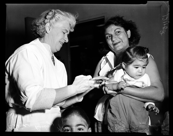 Polio shots (Central Clinic), 1957