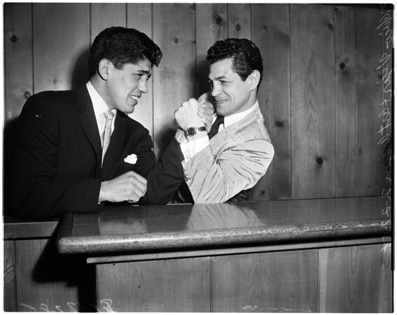 Boxing - fighters sign for fight, 1958