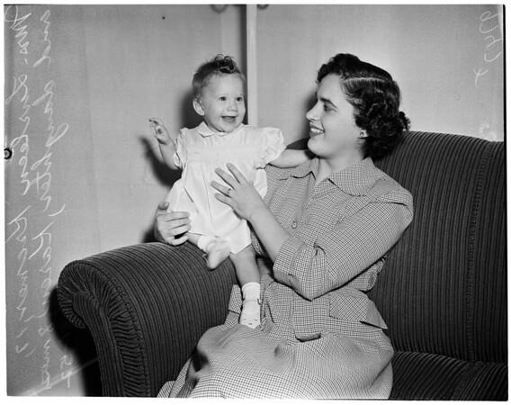 Baby meets dad, 1952