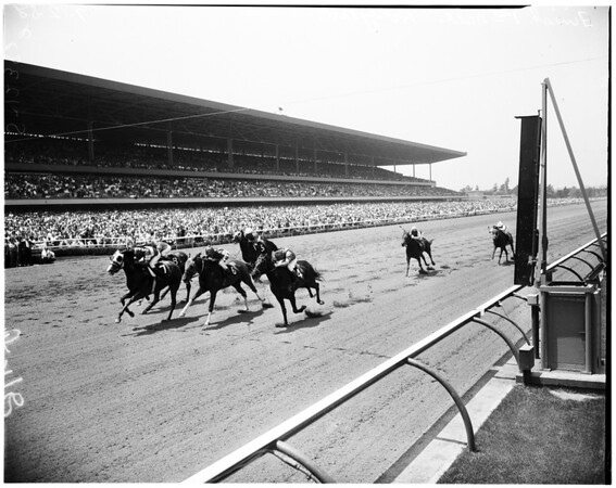Gold Cup race at Hollywood park, 1958