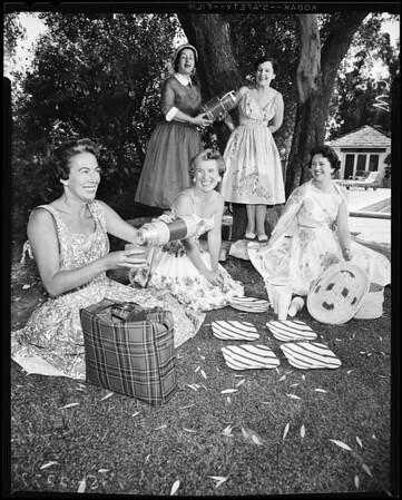 Gamma Phi Beta women, 1958
