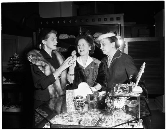 Women of California Babies and Children's Hospital plan Valentine luncheon, 1953