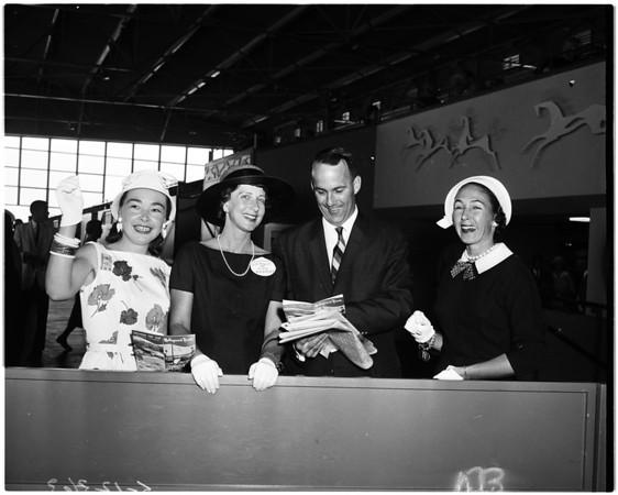 Junior League at races, 1958