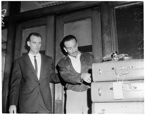 Detective nabs burglar, 1961