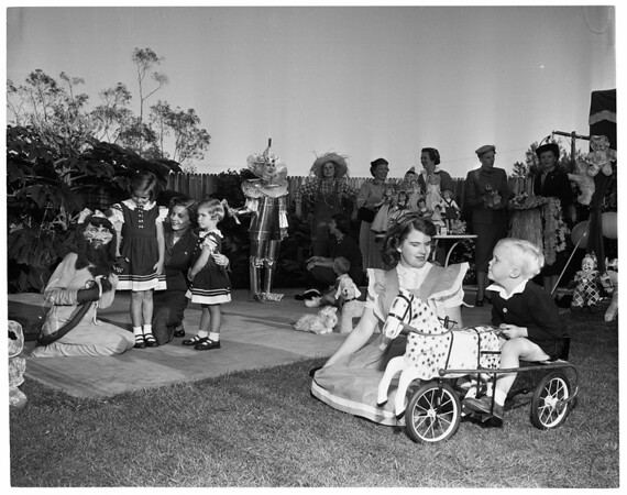 Annual doll fair of Children's Hospital, 1952