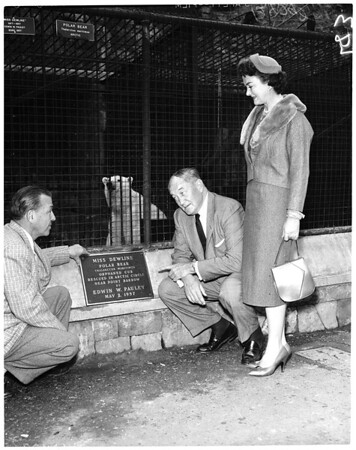 Plaque for bear at Griffith Park Zoo, 1958