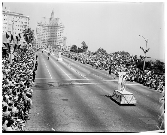 Universe parade (Long Beach), 1958