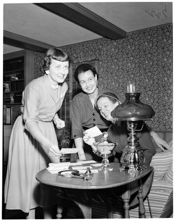 San Marino Guild of Huntington Memorial Hospital ball, 1952