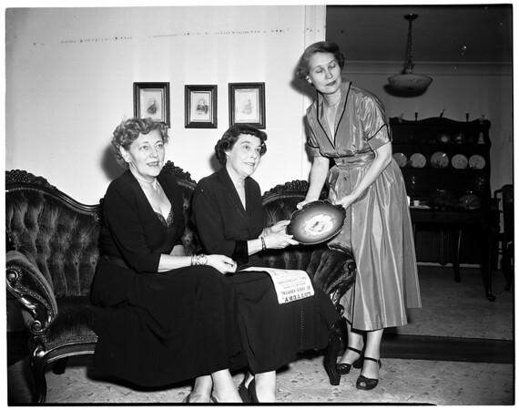 La Providencia Guild plans Doll Fair, 1953
