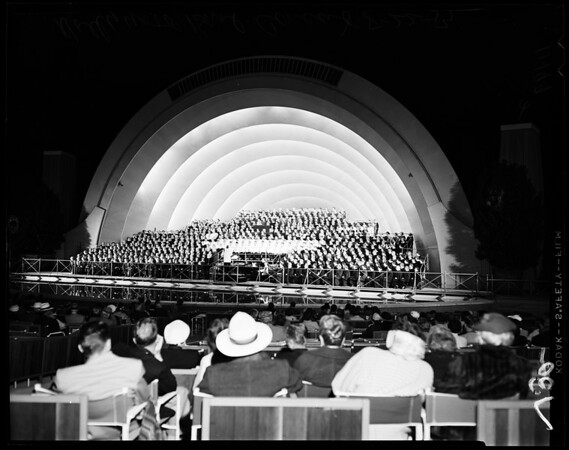 Hollywood Bowl concert of 1000 members of Indiana Women's Chorus and 66 man Perdue University Glee Club, 1954