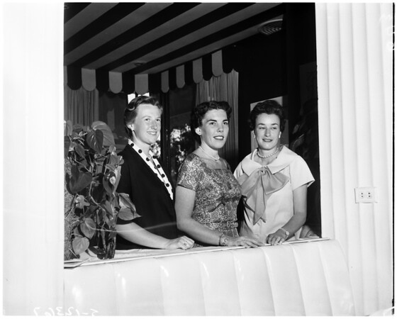 Spinsters Club, 1958