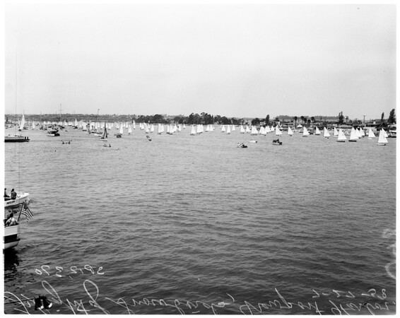 Boats -- Race -- Flight of snowbirds -- Newport, 1958
