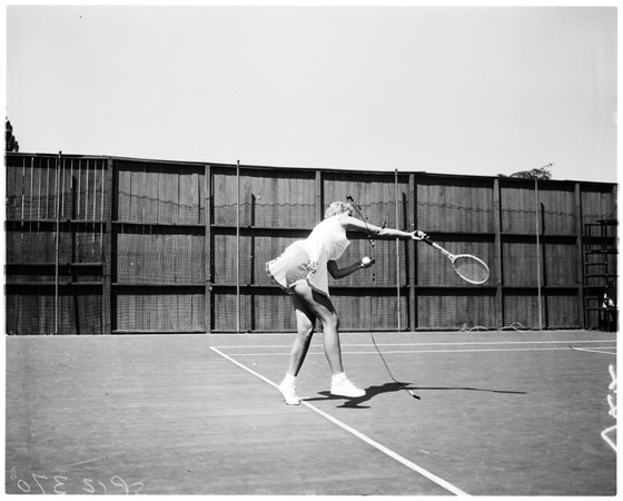 Tennis -- the girl with the golden panties, 1958
