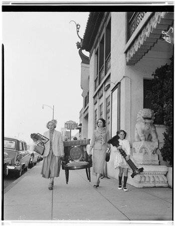 Art Alliance -- Treasure Chest Sale -- Pasadena, 1957