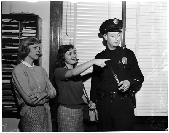 Two girls claimed to have been kidnapped, Highland Park Police Station, 1952