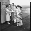Japanese violinist arrives, 1951