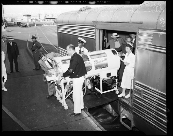 Iron lung arrives by air, 1952